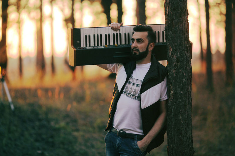 Walking with an electric piano. I tried to make my face easier. 🤣 Musician Musicforvideo Musical Instrument Synthesizer EyrEmNewHere EyeEmBestPics Eyeemurbanshot EyeEm Best Shots EyeEmNewHere EyeEn Nature Lover EyeEm Gallery Beardedman EyeEm Selects Trees Vermona Electropiano Forest Photography Pine Tree Portrait Beard Youth Culture Arts Culture And Entertainment Fashion Standing Hipster - Person Denim Jacket Instant Camera Punk - Person Pop Rock