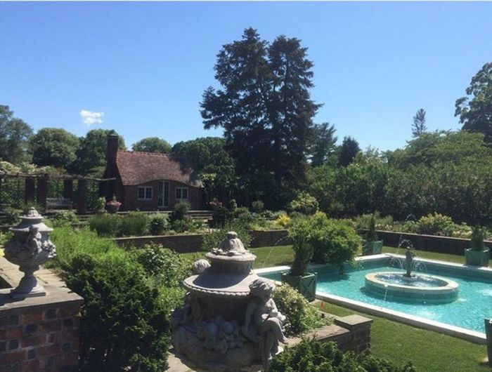 Tree Growth Formal Garden Plant Sky Blue Tranquil Scene Footpath Fountain Day Tranquility Outdoors No People Scenics Memories Topiary Arboretum Fresh On Eyeem  No Filter, No Edit, Just Photography Historic Landscape Landmarkbuildings Classic Long Island Sound Long Island