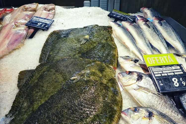 Price Tag Offerta Fish Supermarket Atlantic Ocean SPAIN Madrid Spain Madrid El Corte Inglés Fresh Tasty Seafoods SEAFOOD🐡 Turbot Turbot Fish Dorado Sole Sole Fish Ice Healthy Eating Healthy Food Food And Drink Market Mercado Market Stall Farmer Market Assortment Stall Fish Market