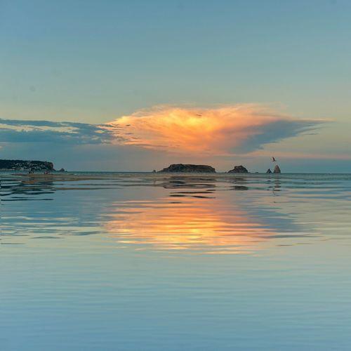 "He fet veure que no quan era clar que sí, Però m'he vestit de blau si el dia estava gris.(Caricies""Pastora"") Reflection Sunset Tranquility Tranquil Scene Horizon Over Water Beauty In Nature Hablamesinpalabras Costabrava Frases Amb Anima Vidas Privadas Cancionesqueduranunbeso❤ Illes Medes"