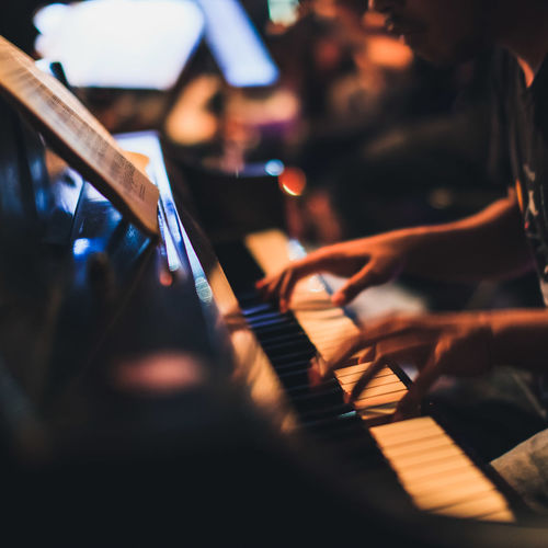 Close-up Differential Focus Focus On Foreground Hands In A Row Indoors  Large Group Of Objects Live Music Medium Group Of Objects Music No People Piano Selective Focus Surface Level Wooden