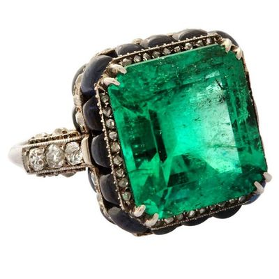 Emerald! Photo courtesy of Boucheron. Stunning Amazing Love Loveit Jewel Jewellery Jewelery Jewelryaddict Instajewelery Instaturk Istanbul Likefor Like