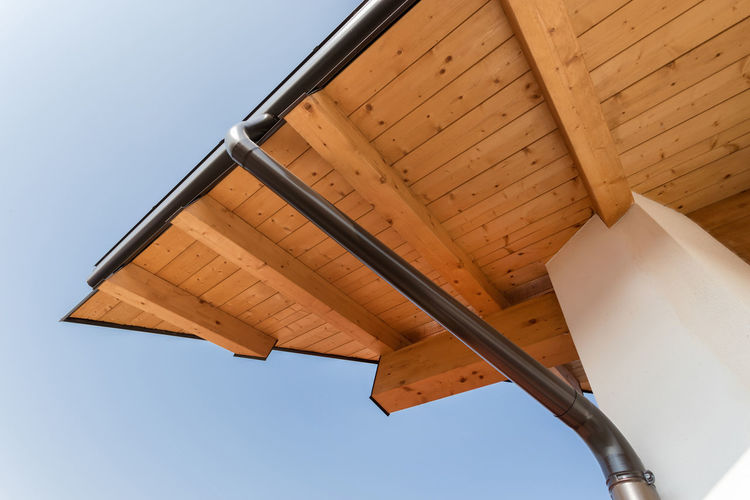 Gutter Roof House Rain New Construction Gutters Wooden Home Wood Architecture Detail Wall Sky Metal Exterior Downspout Guttering Blue Building Façade Closeup Steel Drain Pipe Protection Structure Outdoors Corner Drainpipe Design Drainage Overhang EAve Rooftop Eco
