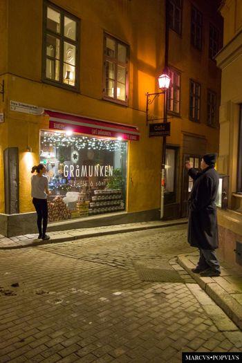 Título: Estocolmo 15. Autor: Marcus Populus Lugar: Estocolmo, Suecia. Cámara: SONY DSC RX100 f/1.8, 1/30s, ISO 800, 10,4mm Architecture City Night Street
