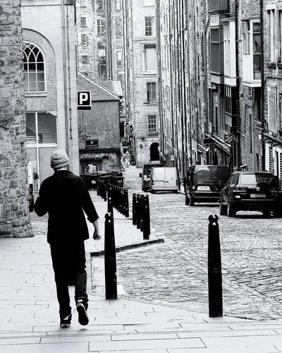 Edinburgh Edinburgh Streets Edinburgo Streetphotography EyeEm Best Shots Streetphoto_bw Street Photography Black & White Black And White Collection  Blackandwhite Photography Blackwhite Blacknwhite Blackandwhite Showcase March Bianco&nero Scotland Scotland Road Strada Streetart Travel Travel Photography Traveling Viaggio Eyeem Black And White EyeEmBlackAndWhite