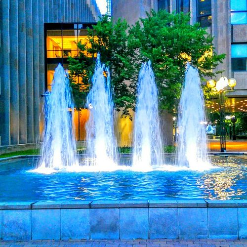 Water fountains make justice a lot more peaceful. Toronto Water Fountain