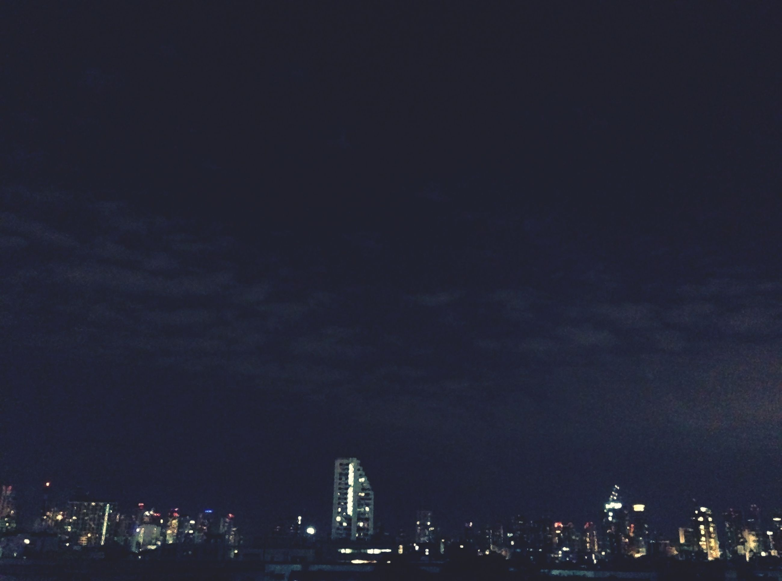 city, architecture, night, cityscape, illuminated, building exterior, built structure, sky, skyscraper, modern, urban skyline, city life, crowded, office building, dusk, copy space, residential district, capital cities, residential building, tower