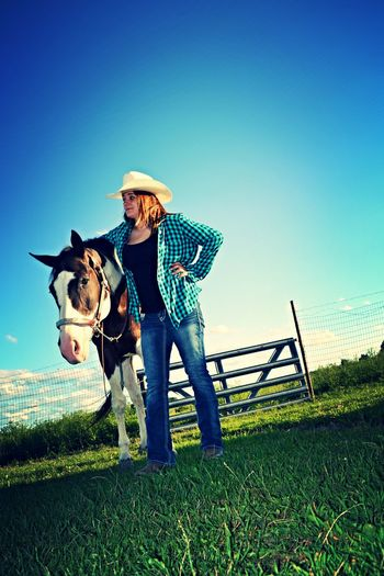 Person Young Adult Non-urban Scene Outdoors Cowgirl Love Cowgirl Dreaming Cowgirl Up Cowgirl Leisure Activity Friendship Love Bonding Summer Cowgirl Boots Cowgirls (: ❤️ Young Women Casual Clothing Cowgrils (: One Animal Field Horse Domestic Animals