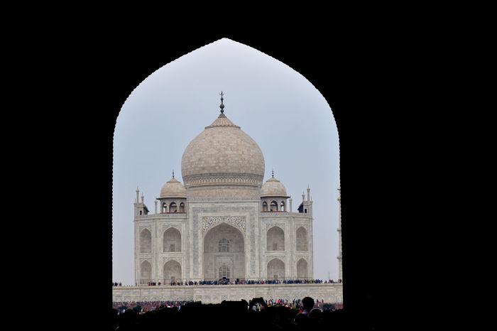 In true love there is no heartbreak. A broken heart means broken demands, broken expectations, broken hopes. Copied Love Shahjahan Taj Mahal Agra Architecture Dome Islamic Architecture Mausoleum Monument Sky
