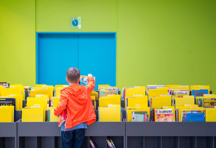 Biblioteca Child Green Wall Indoors  Multi Colored One Person Real People Standing Yellow