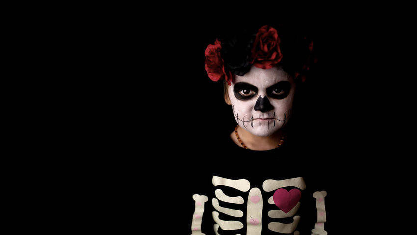 Dia de los muertos Dia De Los Muertos Halloween One Person Portrait Studio Shot Indoors  Black Background Looking At Camera Childhood Child Make-up Creativity Paint Girls