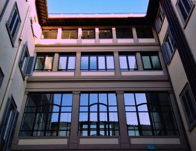 Symmetrical and specular VSCO Discover Your City NEM Architecture