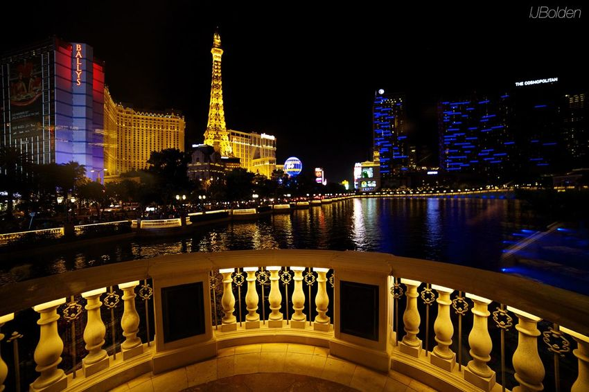 Welcome To Vegas Night Shots  Las Vegas The City That Never Sleeps Sin City Wonderful View The Traveler - 2015 EyeEm Awards The Architect - 2015 EyeEm Awards Amazing Architecture Cityscapes