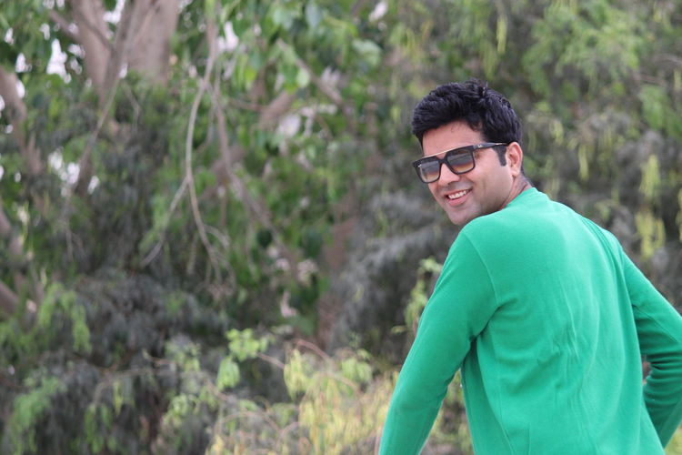 Look Behind Green Color Greenery Sunglasses Poser ❤ Outdoors Happiness Day Stylish Fashion Smiling Happiness Lifestyles The Portraitist - 2017 EyeEm Awards Handsome