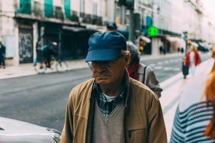 Follow me on Instagram @__escapelife__ Real People Street Lifestyles Men Focus On Foreground City One Person Leisure Activity Day Outdoors One Man Only This Week On Eyeem EyeEm Best Shots
