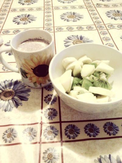 Merendaa:) Food Cibo Sano Latte E Cannella Frutta Pomeriggiopiovoso Casa <3 Mela Kiwi Banana Macedonia Love♥