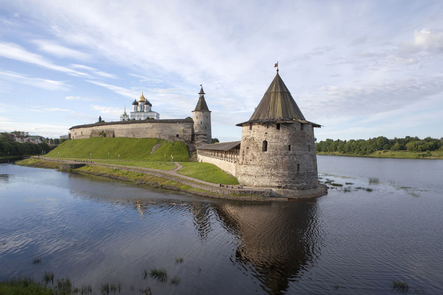 Ancient Wall Kremlin Round Tower Architecture Castle Castle On River Cloud - Sky Tower Water
