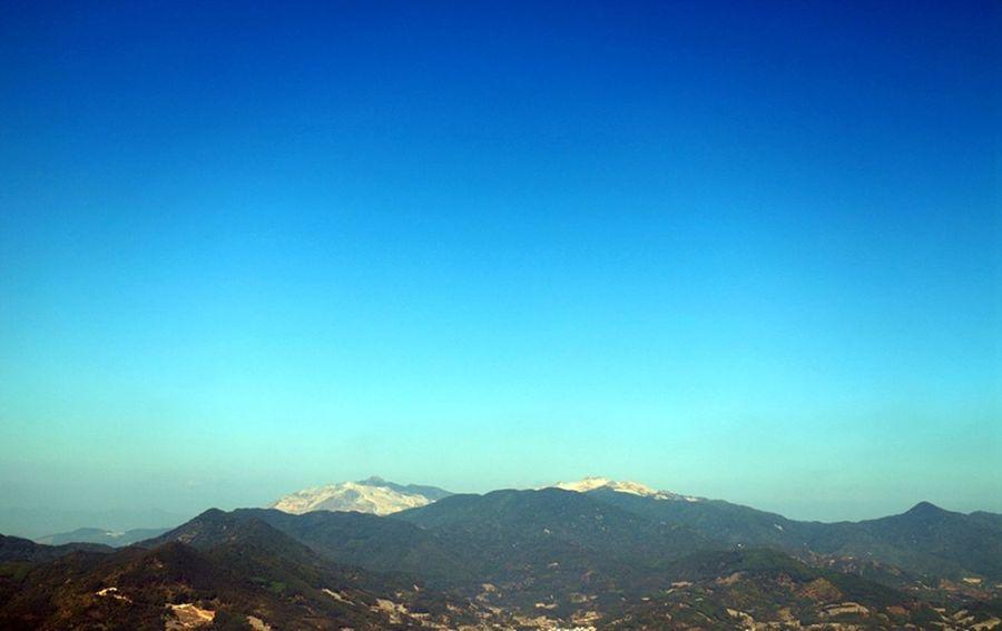 sky says blue Exploring Geology Hill Horizon Over Land Landscape Majestic Mountain Mountain Range Non-urban Scene Remote Scenics Tranquil Scene Voyage