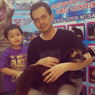 Razan, me, and civets aka toddycats aka musang. Musang Civets Toddycats Razan nephew me animal animals karnivora carnivore