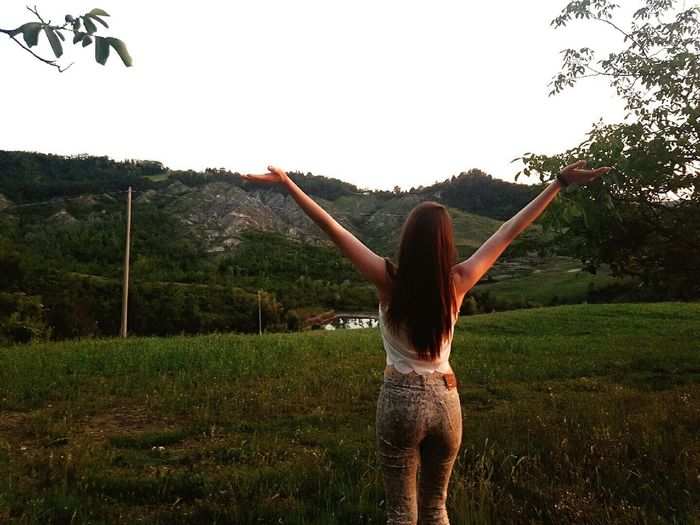 During this time facing the Italian landscape ☺️🌳🌷 Nature Tree Adult Women Outdoors Lifestyles Taking Photos Portrait Long Hair Beauty In Nature Landscape Nature_collection Beautiful Tranquility Nature Photography Sunset Life 🇮🇹
