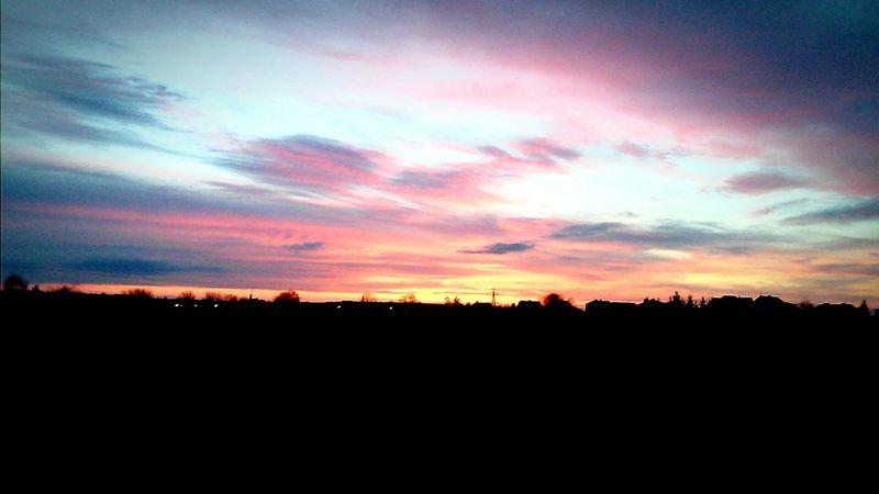 Lovely Beautiful *.* Happy :) Morning Sky Morning Light Goodmorning :) 你好 Poland 💗 EyeEm Poland Hello World Annyeonghaseyo  안녕하세요 안녕 Love ♥ ❤️💜💙💚💛 아녕하세요 ❤ 您好 Before School Sky And Clouds Lights Sky