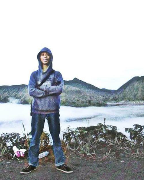 Ketika berada di atas ketinggian janganlah berbangga atas diri yang lebih tinggi dari awan,ingatlah masih ada awan yang sangat tinggi dan puncak tertinggi hanyalah langit Allah S.W.T hanya allah yang maha Tinggi dengan segala ciptaannya yang Maha Agung .....!! SELAMAT PAGI Location : Gunung Bromo,Indonesia Latepost Pendakiindonesia Indomountain Instagunung Instapendaki Mountainesia Exploregunung Explorependaki Gunungindonesia Galeripendakiindonesia Naikgunung Instatraveling Instapic Instanusantara Jalan2terus Ayodolan Wonderfulindonesia Wonderful_location Effect Pendaki Pendakikusam Lingkarindonesia Kerengan Id_pendaki