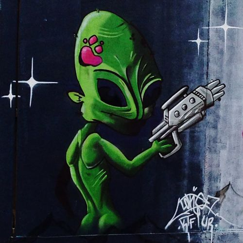 Bristol England Walking Around Taking Photos Streetphotography Streetart Graffiti Street Art Alien