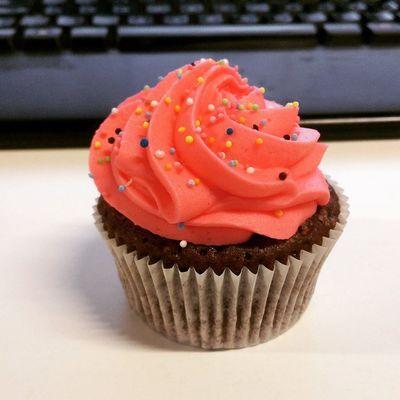 Sabah keske baska bir sey isteseydim yav... 2 Aha da Cupcake Instafood Kek Turkcell istanbul color