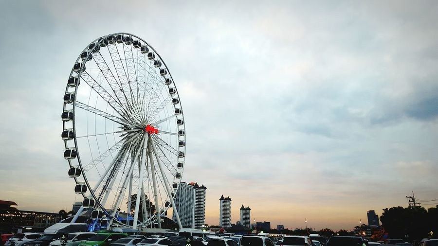 Ferris Wheel Surreal Cloud - Sky Sky Amusement Park Day Cityscape Outdoors City Arts Culture And EntertainmentAsiatique The Riverfront Thailand ASIA Sumsung Galaxy S6