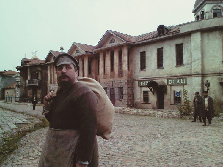Влалимир Макаров с мешком Мосфильм Москва