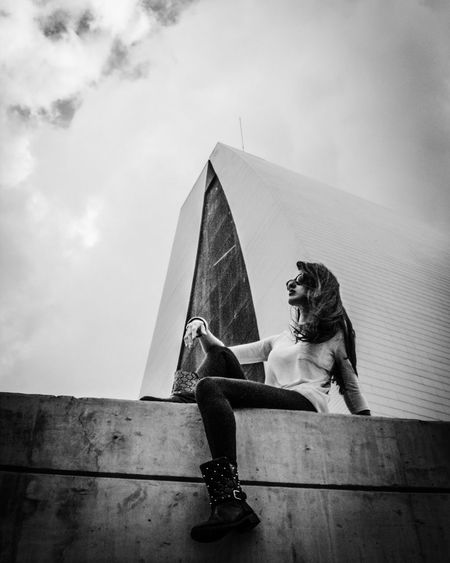 Casual Clothing Fantastic Exhibition Mycity Miciudad Streetphotography Architecture Streetphoto_bw Caracas Historical Sights Young Women Photography J2 Blackandwhitephotography Blancoynegro Fotografia Venezuela Black And White Blackandwhite Monument Low Section Built Structure