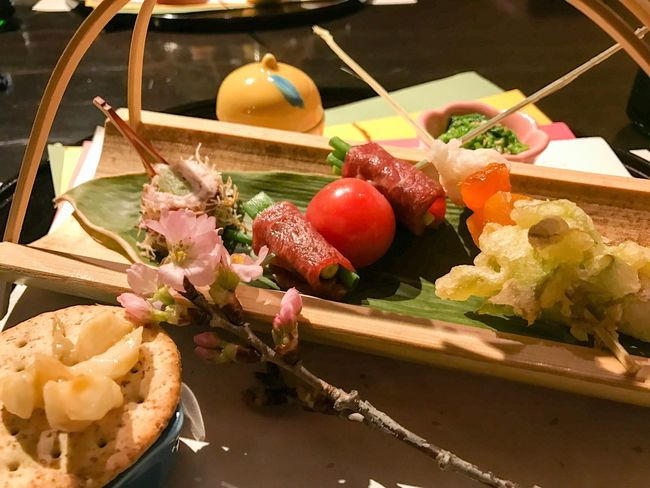 Food Vegetable Food And Drink Tomato Freshness Healthy Eating Meat Garlic Food And Drink Taste Good Japanese Food Nagano, Japan Tateshina Japanese Hotel Japanese  Japan Photography Indoors  Japan Crate No People Box - Container Indoors  Close-up Green Olive Day