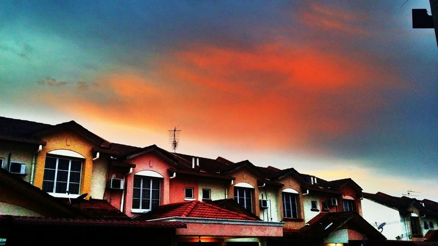 When a man live Sunrise_sunsets_aroundworld Sky And Clouds Hello World Sun Set