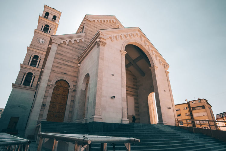 Architecture Built Structure Building Exterior Low Angle View Religion Belief Place Of Worship Spirituality Sky Building History The Past Arch Travel Destinations Day Nature Façade No People Architectural Column