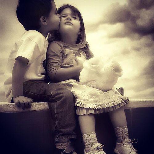 天真岁月不忍欺,青春荒唐我不负你。孩子之间的情感永远没有杂质。