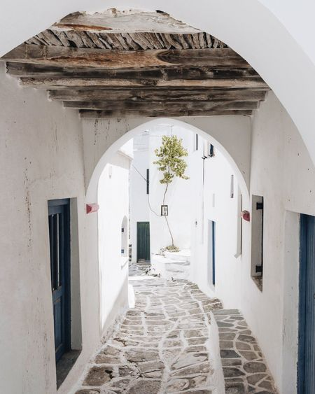 Alley Greece EyeEm Gallery Travel Destinations Paros EyeEm Best Shots EyeEm Selects TheWeekOnEyeEM Travel Photography The Week on EyeEm Beautifuldestinations Architecture Built Structure Building Arch Building Exterior No People Entrance The Way Forward White Color House