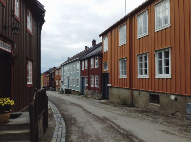 Colourful houses down the street in Røros, Norway. Street Røros Norway Norwegian House Houses Colors Colours Walking Around