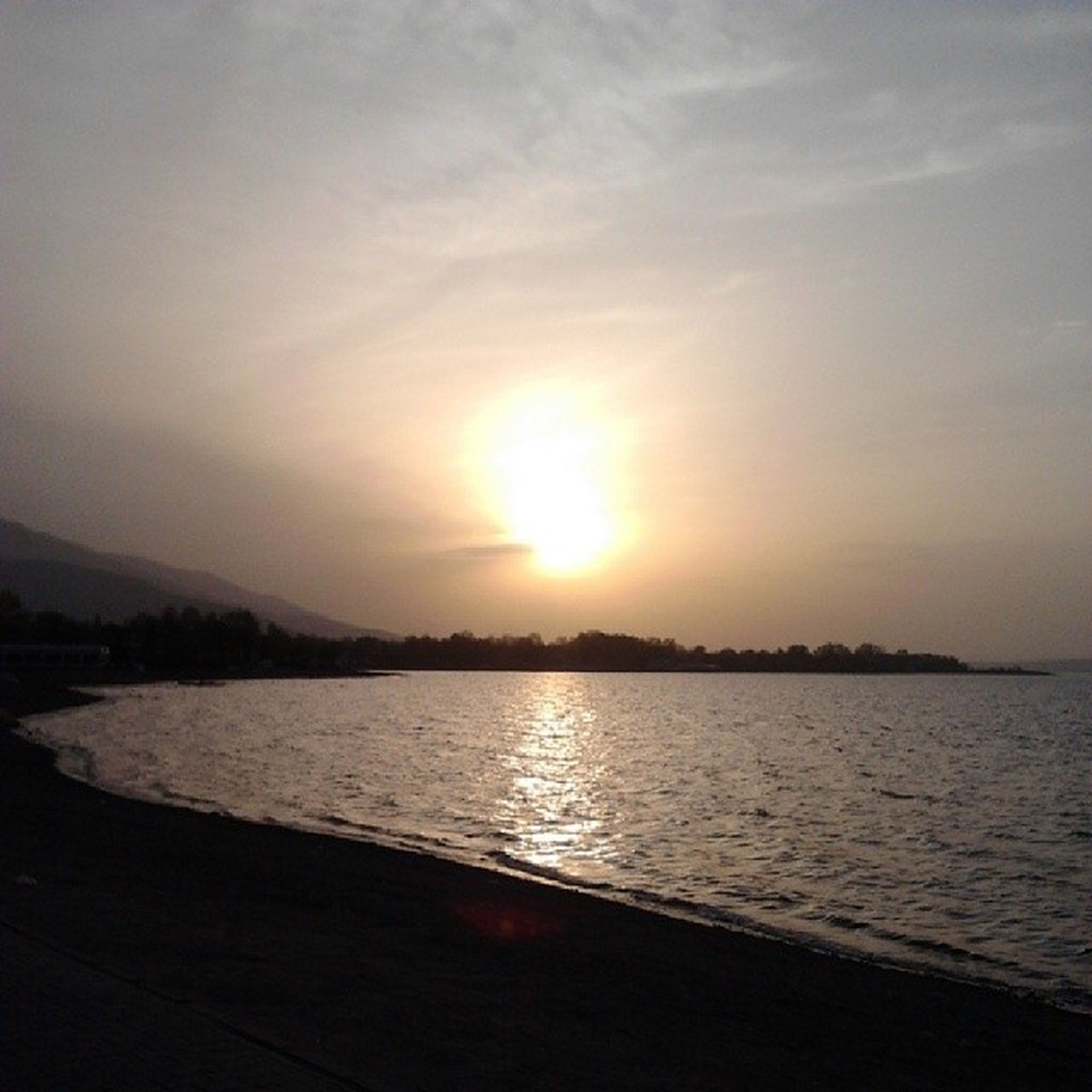 sunset, water, tranquil scene, scenics, tranquility, beauty in nature, sun, sky, sea, beach, mountain, nature, idyllic, sunlight, shore, silhouette, reflection, lake, orange color, non-urban scene