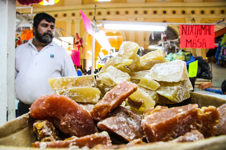Traditional market of Hermosillo, Sonora, Mexico. In this historic precinct, the popular class population purchases food because of its low prices. Banana Colors Market Mexico Platano Alimentos Alimentos Ancestrales Cacahuates Chese Chesee Dulce Food Fruit Grape Queso