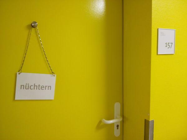 Door Door Sign Empty-stomached German Language Hospital Indoors  No People Nüchtern Text Yellow