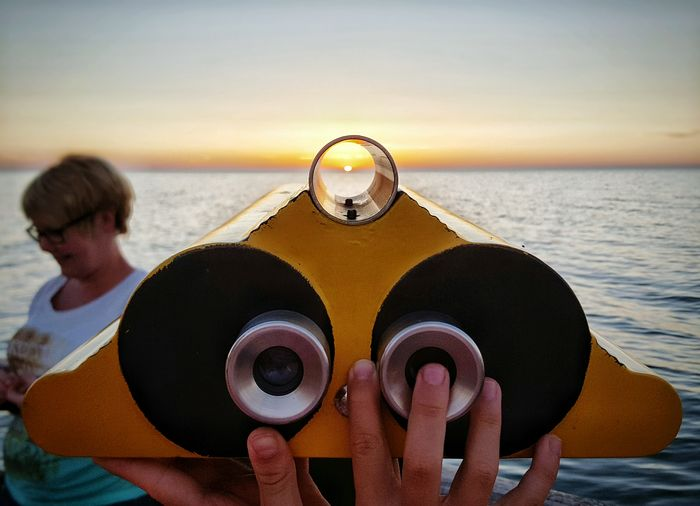 Focus On The Sun Sunset Watching The Sunset Enjoying The Sun Mother Nature Relaxing Holidays Seaside Enjoying Life Beauty In Nature Summertime Baltic Sea Ostsee Seashore Binoculars Focus Object Two Are Better Than One Hands Enjoy The New Normal Live For The Story Sommergefühle