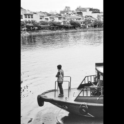 "Di pinggiran ""Singapore River"" sini ialah tempat awal bermula nya denyut nadi perekonomian di Singapura pada zaman kolonial British dari tepian Raflles Place hingga ke Clarke Quay karena ditempat ini banyak kapal yg berlabuh utk bongkar-muat barang kebutuhan hidup. Juaranyaredmi2 Xiaomiclick click with Note4g Copyright©FirmanAfriyansyah Email : megatryansyah@gmail.com Xiaomiphotograph MiPhotographyId Xiaomi Xiaomi_official Redmi RedmiNote Minote MiOfficial_id Photobyphone_myproject Mobile_hdr Kofipon Mataponsel Gadgetgrapher Gadgetgrapher_kepri KofiponChapterKepri Viewerscorner InstaMagAndroid Godiscover Humanityphotography People humaninterestphotography streetphotography streetphotographer squaredroid"
