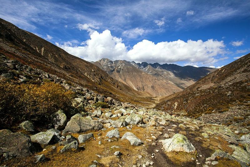 Landscape Outdoor Life Colours Of Autumn Motus Natura The Outer Worlds Lhasa, Tibet Hiker Hello World China. Traveling Outdoor Photography China Photos Love ♥