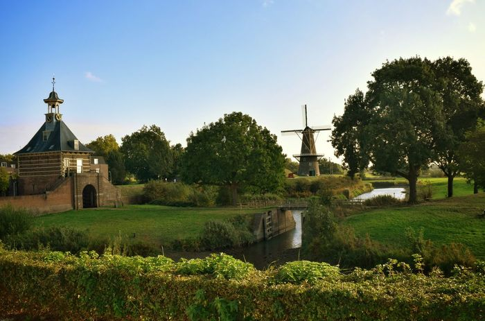 Favo spot.. . Tree Clear Sky Built Structure Architecture Tranquility Sky Nikon Landscape_photography Landscape View Thenetherlands Scenery Holland Dutch Netherlands ❤ Hello World Beauty In Nature Tranquil Scene Windmühlen Windmills Photography Windmill Of The Day Dutch Landscape Windmill Windmolens Gate