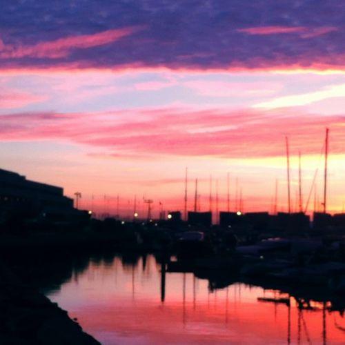 Amanecer en #Puertosherry Photooftheday Clouds Skyporn Nature Instagood Morning Instasky Beautiful Sunrise Sky Puertosherry Adkysa Silhouette Sailing Pink Red Orange Cloudporn Pretty