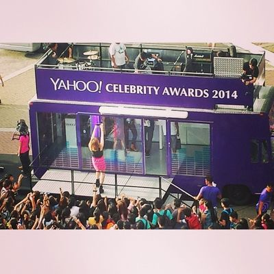 Joyce Pring's 'groupie' with the crowd. ?? Yahooawards