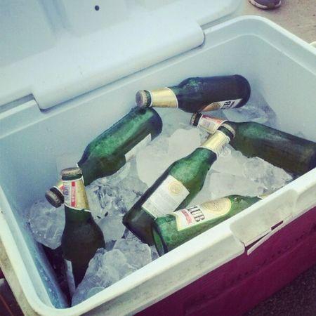 tengo una necesita repleta de cerveza con hielo Laperla Vivirlavida