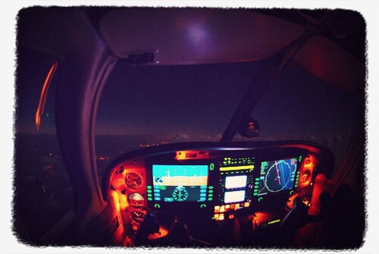 .......vol de nuit........ :) Sky Night Night Lights Flying plane dreaming Dijon