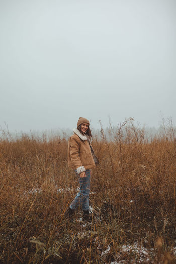 Women standing in a foggy late autumn winter field