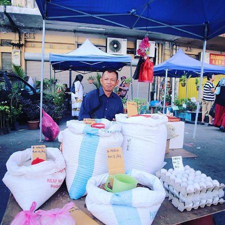 Egg and Rice Seller Gaya Street - Kota Kinabalu , Sabah Gayastreet Kotakinabalu Sabah Negeribawahbayu Tourism Malaysia Reflexsology Market Pasar Vscomalaysia Vscography VSCO Fresh Fruit Vegetable